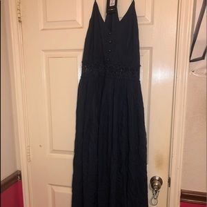Navy dress perfect to wear as a guest to a wedding